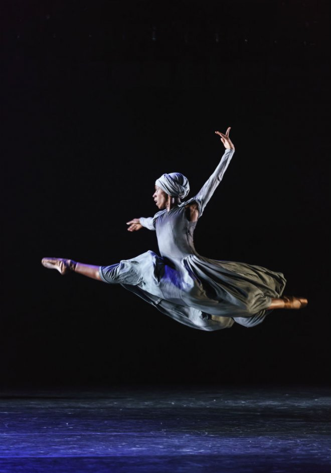 Cira Robinson of Ballet Black performing in Mthuthuzeli November's 'Ingoma'