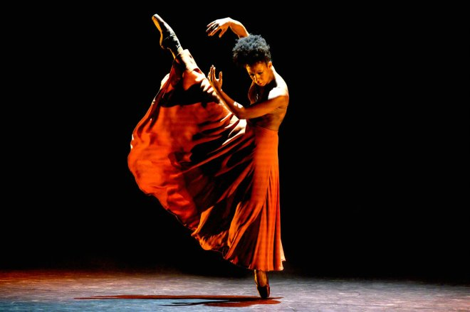 Isabela Coracy performing WASHA: The Burn From The Inside by Mthuthuzeli November