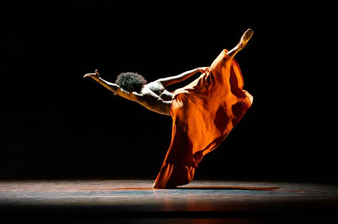 Isabela Coracy of Ballet Black performing 'WASHA' by Mthuthuzeli November